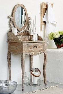 Bielona drewniana toaletka z kolekcji Adele, wykonana w stylu vintage. Cała kolekcja oraz wiele więcej mebli dostępne na seart.pl