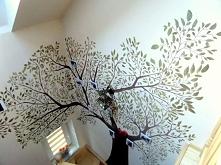 Drzewo namalowane w domu na...