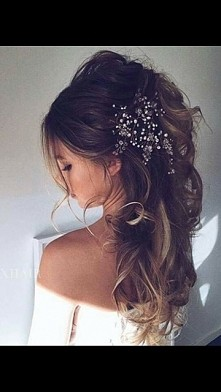 cudowna fryzura <3 zakochałam się! któraś wie gdzie dostanę taką ozdobę na włosy?