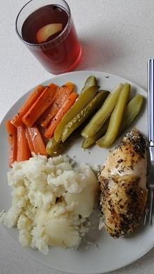 """Obiadek niedzielny - pierś i marchewka pieczona """"w rękawie""""  :)"""