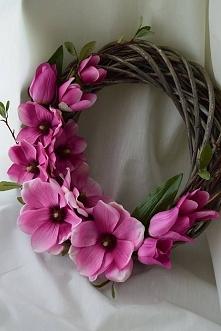 Wiosenny wianek z magnolią i tulipanami, DZIEDZICKA DEKORACJE