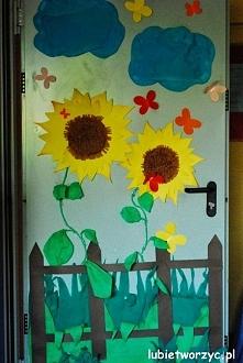 Słoneczniki - dekoracja drzwi przedszkolnej szatni