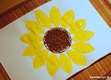 Słonecznik papierową rolką malowany