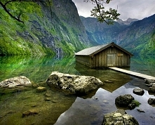 Opuszczona chatka rybacka. Park Narodwy - Berchtesgaden, Niemcy.