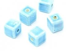 Koraliki ceramiczne kosteczki w kolorze niebieskim :)
