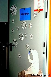 Niedźwiedź polarny - dekoracja drzwi przedszkolnej kuchni