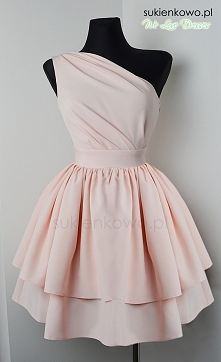Sukienka na jedno ramię różowa
