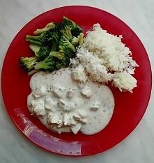 Przepis na kurczaka w sosie śmietanowo-ziołowym z brokułami po kliknięciu na ...