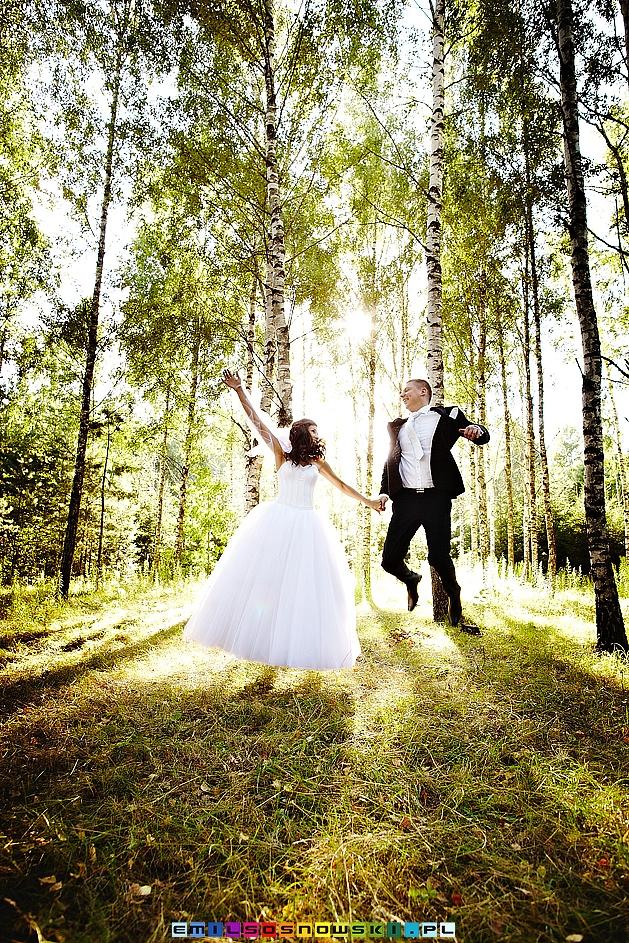 Poślubna sesja zdjęciowa w lesie - plener weselny