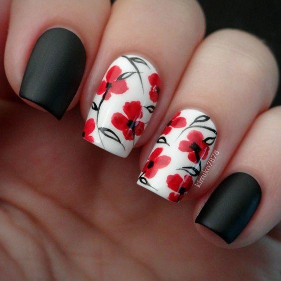 Prześliczne :) Czarno białe z czerwonymi kwiatami - idealne połączenie :)