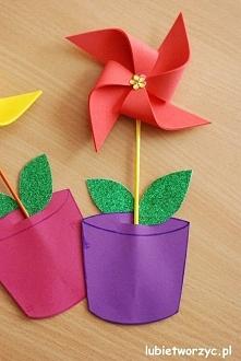 Dekoracyjny kwiatek (wiatrak) w doniczce - wiosenna dekoracja