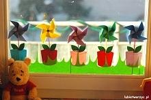 Kwiat (wiatrak) w doniczce - wiosenna dekoracja okienna