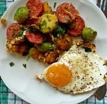brukselka ziemniaki i szynka z jajkiem sadzonym