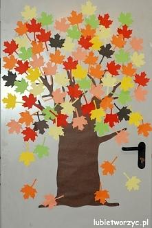 Jesienne drzewo (klon) - dekoracja drzwi przedszkolnej szatni