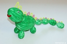 Dinozaur ze styropianowych jajek