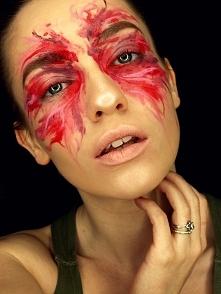 Makijaż artystyczny płynnym...