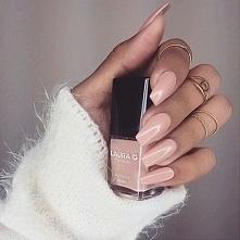 Taki kształt paznokcia to w...