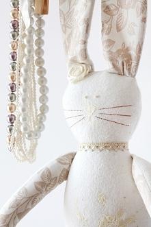 ...ręcznie szyty króliczek w stylu skandynawskim...