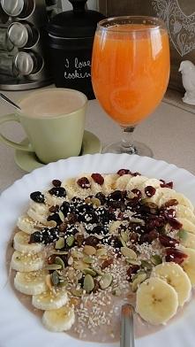 Kakaowa owsianka z: rodzynkami, żurawiną suszoną zwykłą i hibiskusową, pestki...