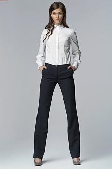 Spodnie w fasonie bootcut -nogawki delikatnie rozszerzane od kolan w dół.