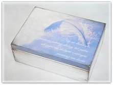 Prezent na Komunię Świętą. Subtelna, delikatna i unikatowa skrzynka z sentencją o Bogu. Pudełko posiada sześć przegródek, które można usunąć w każdym momencie. Do wnętrza dodam ...