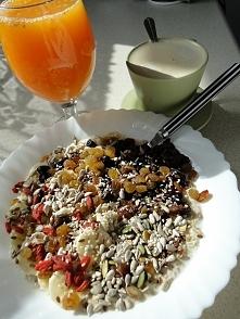 Taaak, bardzo późne i bardzo leniwe śniadanie...tak, pod spodem jest owsianka :P