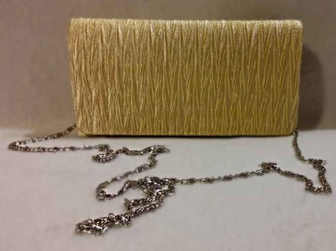 Idealna na wesela i inne wyjścia złota kopertówka <3  Dostępna po kliknięciu w zdjęcie lub na modoway.pl <3