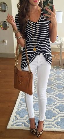 Dla mnie bomba! :) Zawsze zastanawiałam się nad białymi spodniami ale nigdy się do nich nie przełamałam. Pomożecie mi w tym ? :)