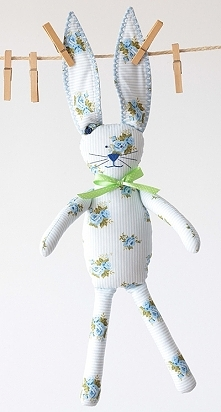 ...króliczek w niebieskie róże...