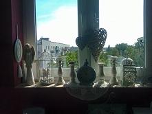 Ciekawy wystrój okna - w mieszkaniu.