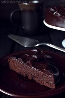 Tort czekoladowo – migdałow...