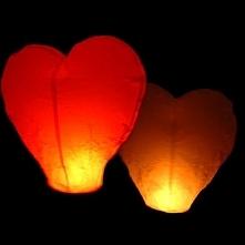 Lampiony w kształcie serca.