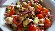 pyszna sałatka z mozzarellą,awokado,pomidorkami i sosem balsamicznym-Uwielbiam sałatki,a taką mieszankę,mogła bym jeść codziennie i do wszystkiego