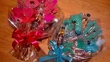 Słodkie bukiety z pierniczków w wersji różowej i błękitnej na 18-stkę.