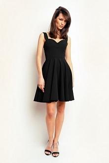 Czarna sukienka oparta na r...