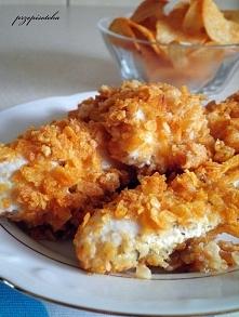 Czosnkowy kurczak w chipsach paprykowych Składniki: 500 g filetów z piersi kurczaka sos czosnkowy przygotowany z 500 ml jogurtu greckiego 150 g chipsów paprykowych Przygotowujem...