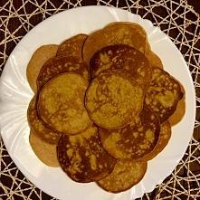 Pancakes bez mleka ! pyszne i fit ! przepis: 2 jajka, 2 łyżki maki (ja dałam ryżową), 1 starta marchewka (lub 2 małe), pół szklanki wody. Smażyć na suchej patelni :)