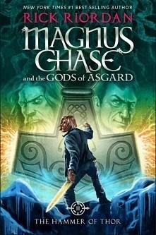 """""""Magnus Chase i bogowie Asgardu: Miecz Thora"""" taki jest tytuł 2 części książki Ricka Riordana o bogach nordyckich. Premiera w Polsce: 26 października. Młot Thora ponow..."""