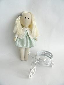 Uszyłam ostatnio taką piękną, uroczą lalę ;) Dostępna od ręki :) Kto chętny? ...