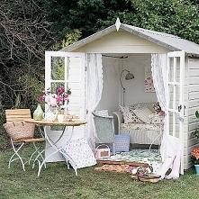 Bajeczny domek w ogrodzie