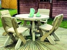 Meble ogrodowe z drewna, nadające przytulności zakątkowi relaksacyjnemu na na...