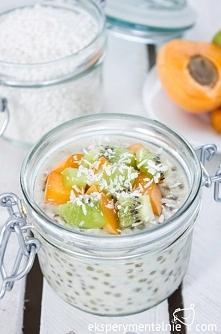 Pudding z tapioca i nasion chia z owocami