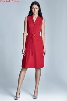 Sukienka z delikatnego materiału, prosta i klasyczna.