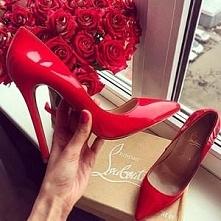 Czerwone szpilki...? :)