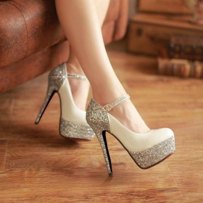 błyskotki :) choć jako panna młoda połamałabym w nich nogi w tańcu :P