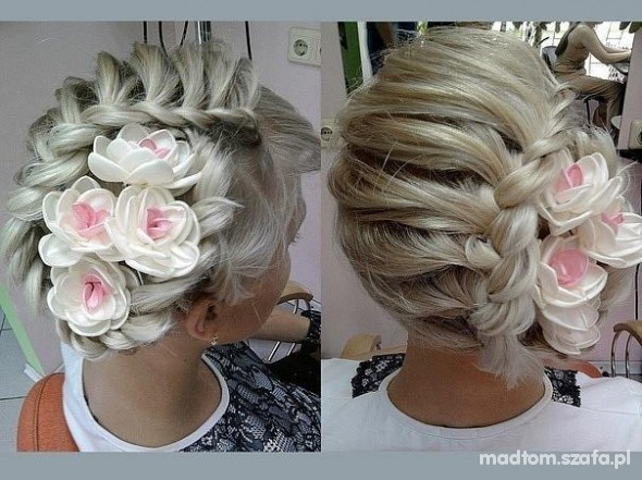 fryzura z kwiatami