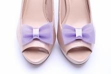 Fioletowe klipsy do butów z tiulu, idealne na ślub i wesele :)  Do kupienia w sklepie internetowym Madame Allure!