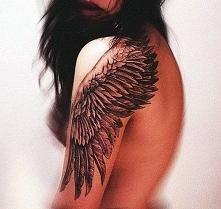 tatuaże damskie skrzydło na ramię