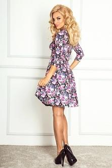 Rozkloszowana sukienka z rękawkiem 3/4 w fioletowe kwiaty
