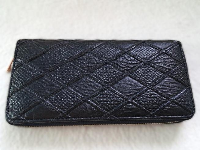 Bardzo pojemny czarny pikowany portfel <3  Możliwość zamówienia również w innych kolorach :)   Dostępny po kliknięciu w zdjęcie lub na modoway.pl :)   W naszej ofercie posiadamy również duży wybór zegarków męskich, biżuterii i galanterii, a w niej piękne torebki i portfele :) Zapraszam <3 !!!